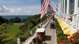 Mackinac Grand Hotel - view & carriage